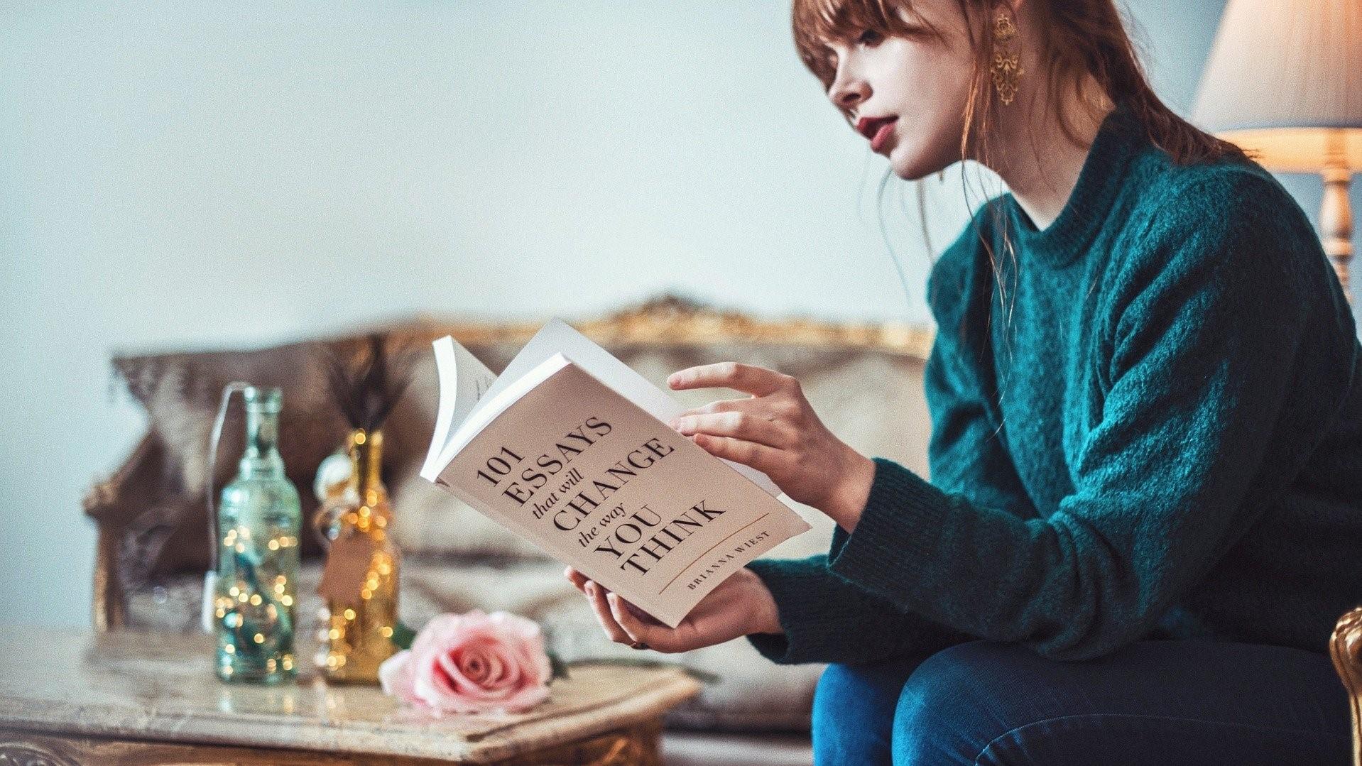 小説を読む人